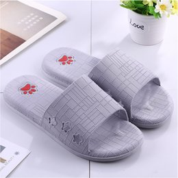 Мягкие тапочки для ванной онлайн-New Men Slippers Shoes Summer Casual Soft Bottom Non-slip Slippers Male Indoor Home Bathroom 1