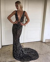 2019 Yeni Siyah Tam Boncuk Mermaid Abiye giyim Sheer V Boyun Balo Elbise Uzun Kesit Taraf Parti Elbiseler supplier full back prom dresses nereden tam geri balo elbiseleri tedarikçiler