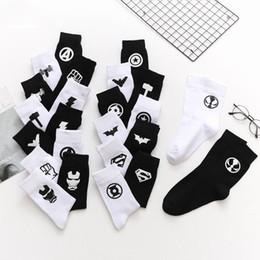 2020 amici del logo Men's Fashion Logo Nero Bianco Calzini da uomo Doni ai buoni amici Harajuku Cotton Socks Street Long amici del logo economici