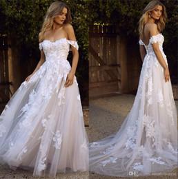 casamento de laço de jardim vintage Desconto 2020 fora do casamento Shoulder Lace Vestidos Tulle Applique Tribunal Trem Jardim Um casamento Linha vestidos de noiva Vestidos de mariée BM1510