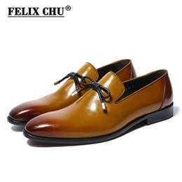 FELIX CHU 2018 Primavera Nuevo diseño de cuero genuino de los hombres zapatos de vestir Slip On Wedding Party hombre amarillo mocasines formales con pajarita # 36958 desde fabricantes