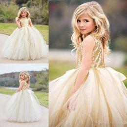 2019 vestido de niña de flores gris Princesa con lentejuelas Top Vestidos de niñas de flores para bodas Vestidos de fiesta de tul para niñas Vestidos de baile con espalda hueca Joya Vestidos de primera comunión Baratos