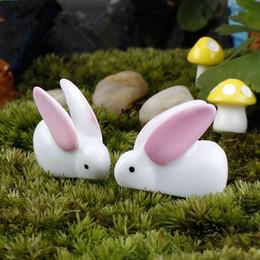 2019 cavallo intagliato in legno Mini 10 pezzi Grandi orecchie coniglio bianco muschio paesaggio micro resina deco Garden deco Artigianato creativo