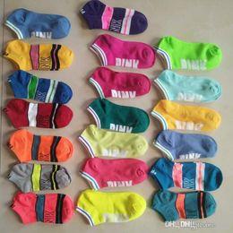 meias senhoras de qualidade Desconto 2018SS amor de alta qualidade europeu e americano PINK meias, meias, cartas, cor, executando meias, tecidos secos rápidos, meias de barco das senhoras.
