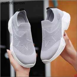 Coins modernes en Ligne-2020 Les femmes et les hommes marchant Chaussures de course Couple Mesh Breatnable Chaussures Mode Wedges Slip-On Sneakers Gym Danse Moderne hommes