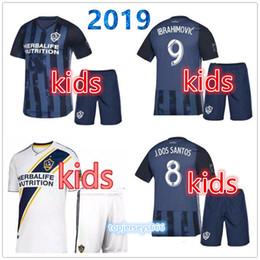 df668ff8c44 LA Galaxy Kinder Kit 2019 Kinder Fußball Trikot Los Angeles Camisa  Ibrahimovic ALESSNDRINI J.DOS SANTOS Kinder Kit Fußball Trikot Uniformen
