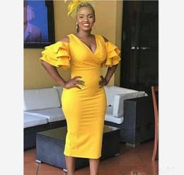 Vestito da cocktail giallo online-Abiti da cocktail gialli lunghi fino al tè 2019 Maniche corte con maniche corte Abiti da ballo da cerimonia di ritorno a casa Abiti da festa da ballo Plus Abiti da cocktail