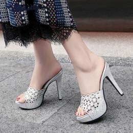 d343d17558 Tamanhos grandes 33-43 Top Quality Plataforma Oco Sapatos de Festa Mulher  Sandálias Sexy Salto Alto Mulheres Mulas Bombas Chinelos