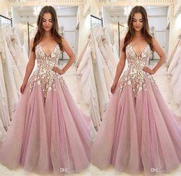 tief lila formale kleider Rabatt 2019 Light Purple Prom Dresses Tiefem V-Ausschnitt Sweep Zug Spitze Appliziert A Line Abendkleider Günstige Robes de Soirée Formal Dress