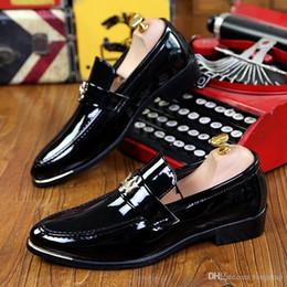 chaussures d'automne coréen Promotion Chaussures de cuir styliste discothèque britannique hommes tombent version coréenne de chaussures de cuir pointu petits hommes d'affaires chaussures de mariage marié