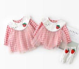 Diseños de patchwork para vestidos online-ropa para bebés y bebés Sister Dress mameluco 100% algodón Primavera O-cuello Manga larga Plaid design mesh patchwork estilo mameluco Dress Sister Clothing