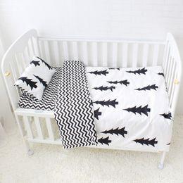 3 Stücke Baby Bettwäsche Set niedlich Muster Baumwolle Kinderbett Bettwäsche Set für Kinder einschließlich Baby Bettlaken Quilt Kissen ohne Füllstoff von Fabrikanten