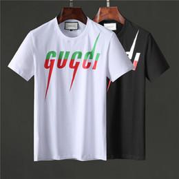 216916c6e8 2019 Italia Camisetas de diseñador para hombre Negro Amarillo Verde Camisas  de diseño Hombres Mujeres Camiseta Camiseta de manga corta con rayas de  marca