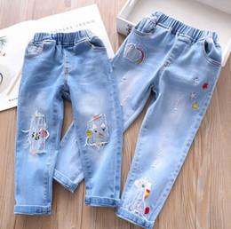 4aaf8eb92e4eec 2019 jeans stelle fori Bambini buco unicorno jeans 2019 Primavera ragazze  arcobaleno stelle ricamo denim pantaloni