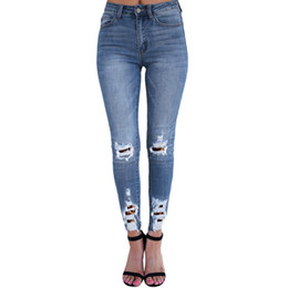 2019 дикие джинсы моды European and American Fashion Tight Skinny Jeans Female Casual Wild Brokean Hole Ladies Jeans Classic Womens дешево дикие джинсы моды