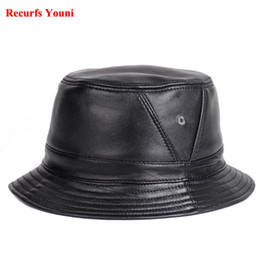 Мужская кожаная кепка онлайн-Новый RY995 человек натуральная кожа установлены плоские ведро шляпы мужской открытый горшок короткие поля черный / коричневый хип Gorras пожилые рыболовные шапки
