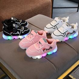 2018 automne nouvelles chaussures enfants lumière LED occasionnels baskets chaussures de marche en tissu net tissu enfants ? partir de fabricateur