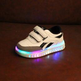 Argentina 2018 de alta calidad nuevas estrellas europeas iluminadas LED niños zapatillas de deporte fresco moda niños zapatos ventas calientes chicas brillantes zapatos de los niños supplier shining star shoes Suministro