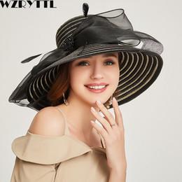 125f4286de458 2019 Mujeres Floppy Summer Hat Elegante Fancy Feather Bow Wide Brim Sun Hat  Boda Señoras Ocasión sombreros rebajas sombrero para la boda del verano de  las ...