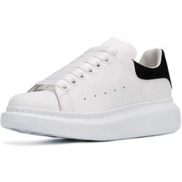 2020 zapatos de chocolate caliente Cuero Nueva caliente 3M reflectantes zapatos del diseñador de moda de las mujeres de lujo de los hombres de los zapatos de plataforma con cordones de las zapatillas de suela de los zapatos ocasionales negro blanco zapatos de chocolate caliente baratos