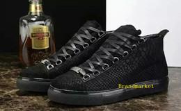 Nouveau gros haut homme Causal Arena chaussures peau de serpent en cuir blanc rouge noir chaussures de créateur de mode en cuir froissé Drop Shipping ? partir de fabricateur