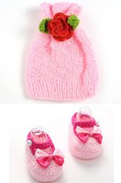 I pattini del cappello del bambino dell'uncinetto hanno impostato online-Ragazze dolci belli del bambino handmade del crochet di scarpe maglia rosa bowknot presepe + hat caramelle fotografia puntelli set 11 centimetri