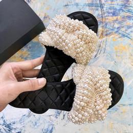 Handgefertigte Perlen Weiß Grau Slides Frauen Echtes Leder Wohnungen runde Peep Toe Frauen Perlen Flache Hausschuhe Outdoor Strand Sandalen mit Box von Fabrikanten
