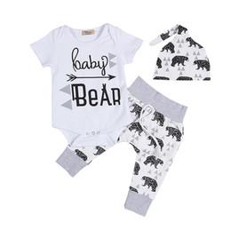 2019 macacão de urso bebê Conjuntos de Roupas recém-nascidas Meninas Menino Bebê Macacão de Urso Macacões Calças Chapéu 3 pcs Bebê Chegando Conjunto de Roupas de Casa desconto macacão de urso bebê