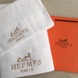 Serviettes de bain de luxe, designer, marque brodée, serviette carrée, serviette de plage et serviette de bain, 3 pièces, tissu en coton doux et confortable ? partir de fabricateur