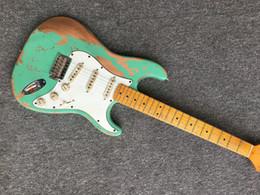 hardware de guitarra verde Rebajas en stock Envío gratis Venta Surf verde 100% hecho a mano Relic ST guitarra eléctrica Hardware envejecido reliquia colector guitarra Con alta calidad