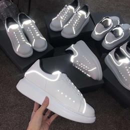 new style afae6 32994 2019 Hot Uomo Donna in pelle bianca con estremità nottilucenti Low Top  Platform Sneakers, amanti del designer di marca fondo spesso scarpe casual  con ...