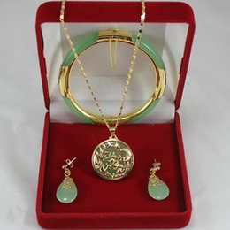 hellgrüne schmucksets Rabatt Edles 7,5 'hellgrünes Jade-Armband, Ohrringe und GP-Drachen-Inlay-Anhänger-Schmucksets für Party und Hochzeit