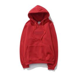La moda di strada europea ed americana è protagonista con lo stesso maglione Cappotto classico con cappuccio con fodera con sigillo ricamato da