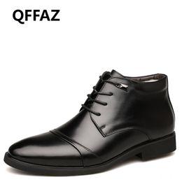 2019 scarpe uomo interno QFFAZ Uomini Stivali uomini peluche caldo Calzature per l'inverno vestito della neve alla caviglia con lacci di affari del cotone all'interno dei pattini sconti scarpe uomo interno