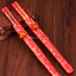 Dragones de madera chinos online-Chino tradicional rojo palillos dragón Phoenix palillos de madera vajilla como regalos de boda favor de fiesta