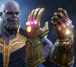2019 figura de iluminación led de halloween Luz LED Thanos Infinito Gauntlet Avengers Infinity War Cosplay Guantes LED PVC Figura de Acción Modelo Juguetes Regalo de Halloween Props figura de iluminación led de halloween baratos