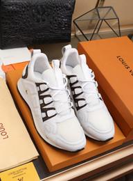 2019i scarpe casual da uomo in edizione limitata del marchio Tide, scarpe sportive eleganti e comode, invia un set completo di dimensioni della scatola da scarpe originali 38-45 supplier stylish sports men shoes da scarpe sportivi alla moda degli uomini fornitori