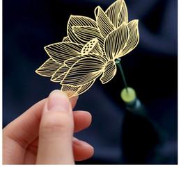 Marcador dorado online-18K Golden Bookmark Label Boda de metal dorado Venas creativas de la hoja Delicadamente ahuecadas Flor de hoja clásica china Artes y manualidadesexquis