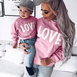 mãe filho filha inverno roupas Desconto 2019 outono inverno mamãe e me mãe filha roupas família camisolas amor camisola para mãe filho roupas família clothing