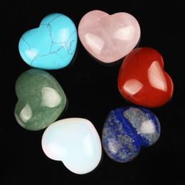 2019 encantos de ópalo azul al por mayor Variedad de ojo de tigre Fluorita de cuarzo 30 mm en forma de corazón Lapisel Healing Crystal Chakra tallado en piedra natural Reiki Bolsa libre