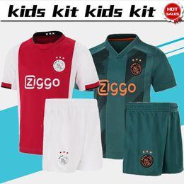 shorts para crianças Desconto 2019 Crianças Kit Ajax camisa de futebol em casa vermelho # 10 TADIC # 14 CRUYFF # 22 ZIYECH 19/20 Fora Criança uniformes de futebol Personalizado com shorts
