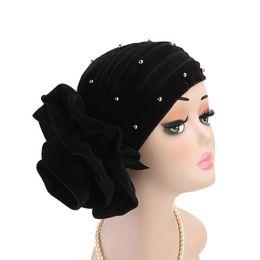 Zubehör hijab party online-Frauen Warme Rüsche Große Blume Perle Samt Turban Hut Kopf Wickeln Chemo Beanies Hijab Bonnet Cap Headwear Haarschmuck