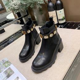 2019 Stivali da donna di lusso Scarpe casual Modello di lettera Designer Stivali in pelle di marca Moda Outdoor Colore nero GI99105CE da