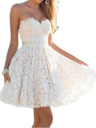 Vestido de baile de formatura sem costura de cristal on-line-Curto Lace vestido de baile de cristal Beading Belt Strapless Cocktail Vestidos Vestidos baratos do laço do marfim Vestidos dama de honra