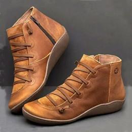 Botas confortáveis wedge tornozelo on-line-2019 Zip Plano Botas Mulheres Wedge Heel Retro Mulher Bootee Curto Botas fêmeas Outono Inverno confortáveis calçados casuais grande tamanho 43