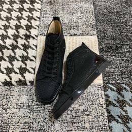 Zapatos de mujer online-Las nuevas damas de diseñador de la llegada son cómodos para los caballeros que corren caminando zapatos planos con clavos revits envío gratis