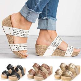 2019 обувь на день 2019 новые модные женские летние модные туфли на танкетке ретро с открытым носком тапочки полые резные тапочки дешево обувь на день