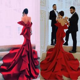 Vestido de noche de retrato online-Sirena roja Retrato Vestidos de baile fabulosos Sexy fuera del hombro Gran arco Sin espalda Vestidos de fiesta de celebridades Dubai Satin Chapel Tren Vestidos de noche