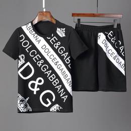 Ropa europea de alta calidad online-Conjunto de camiseta y pantalones cortos de verano para hombre con cuello redondo, marca de alta calidad, conjunto de manga corta de lujo, traje informal, ropa europea y americana