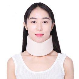 2019 protetores de espuma Espuma firme Apoio Cervical Collar Apoio Ombro Alívio Da Dor Neck Neck Brace Collar Protetor de Pescoço Órtese LLA477 desconto protetores de espuma